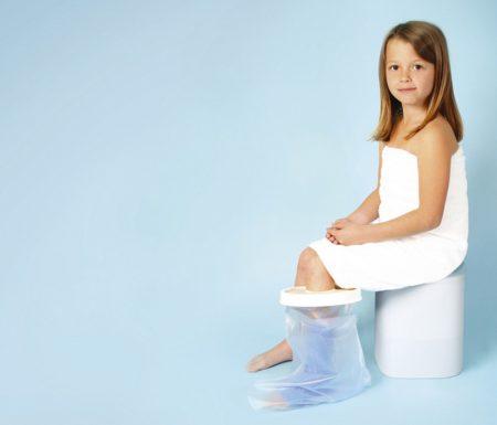 Vízálló lábvédő  zuhanyzáshoz gyerek  méret 45 cm